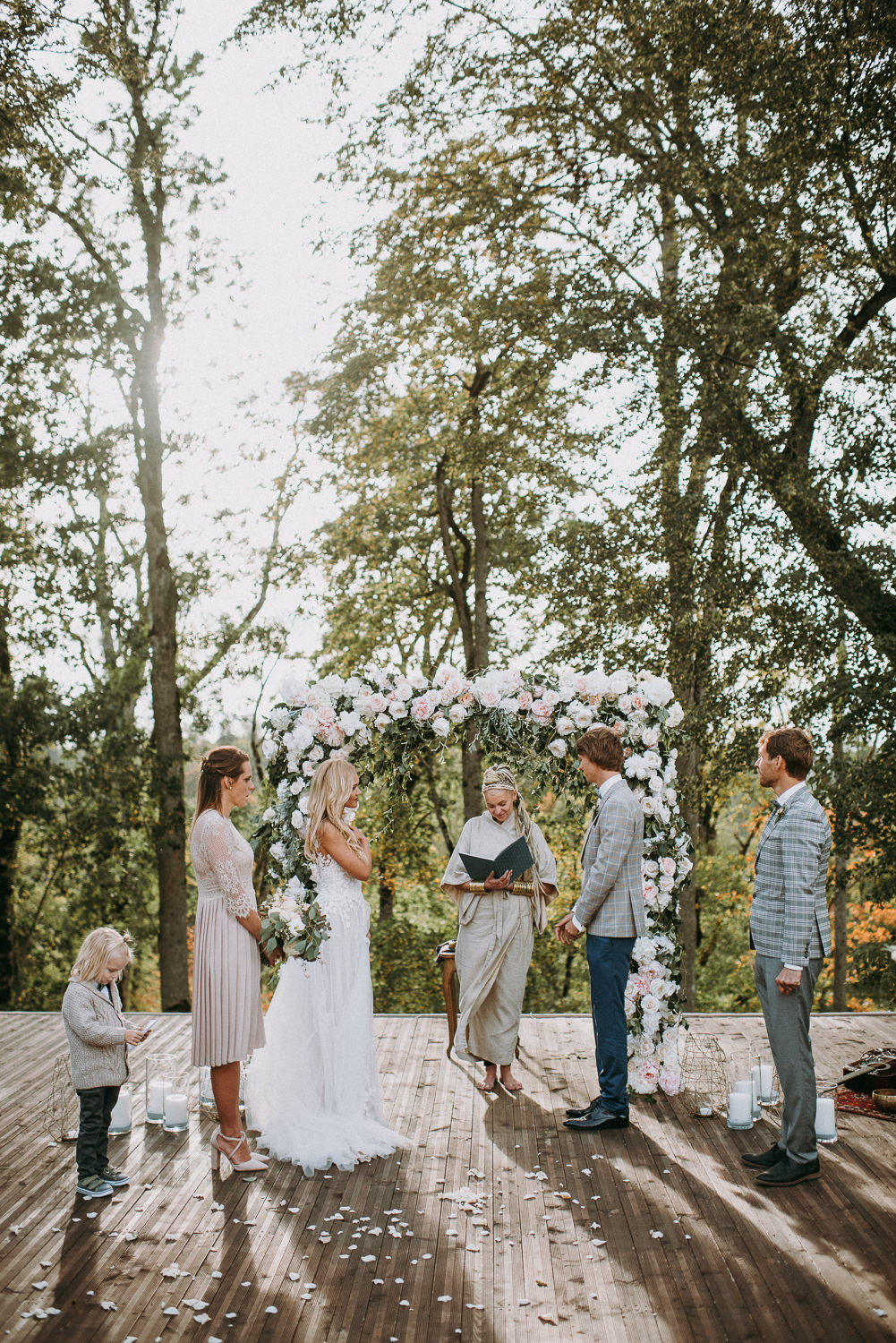 classy and elegant autumn wedding in manor-24
