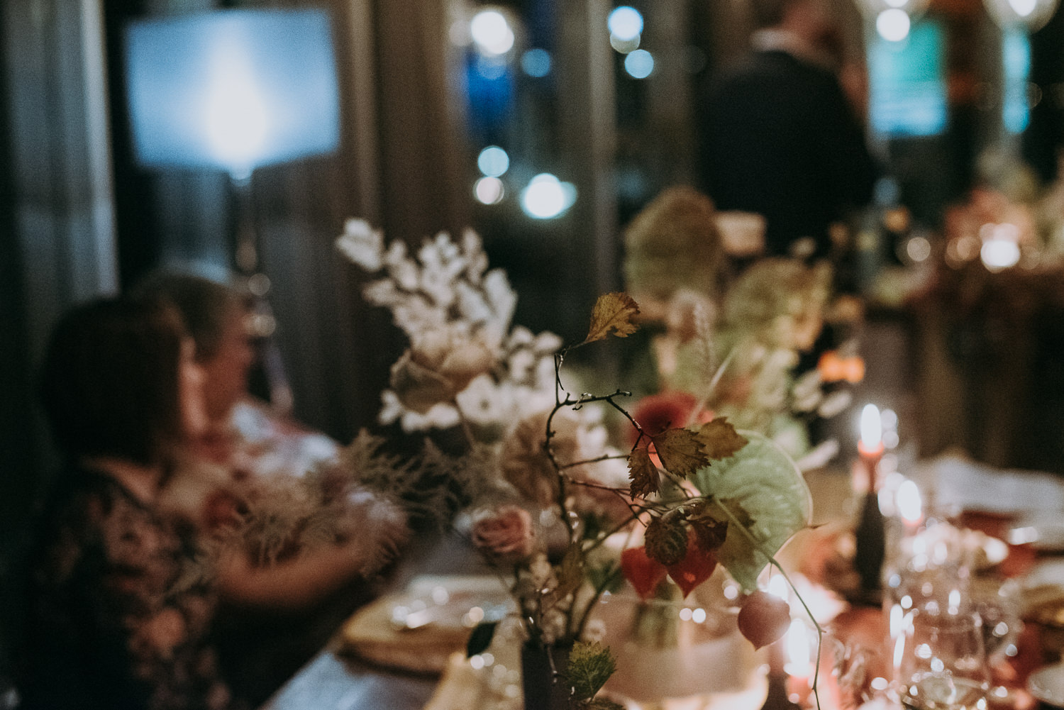 intimate and soulful autumn wedding in restaurant laivas-101