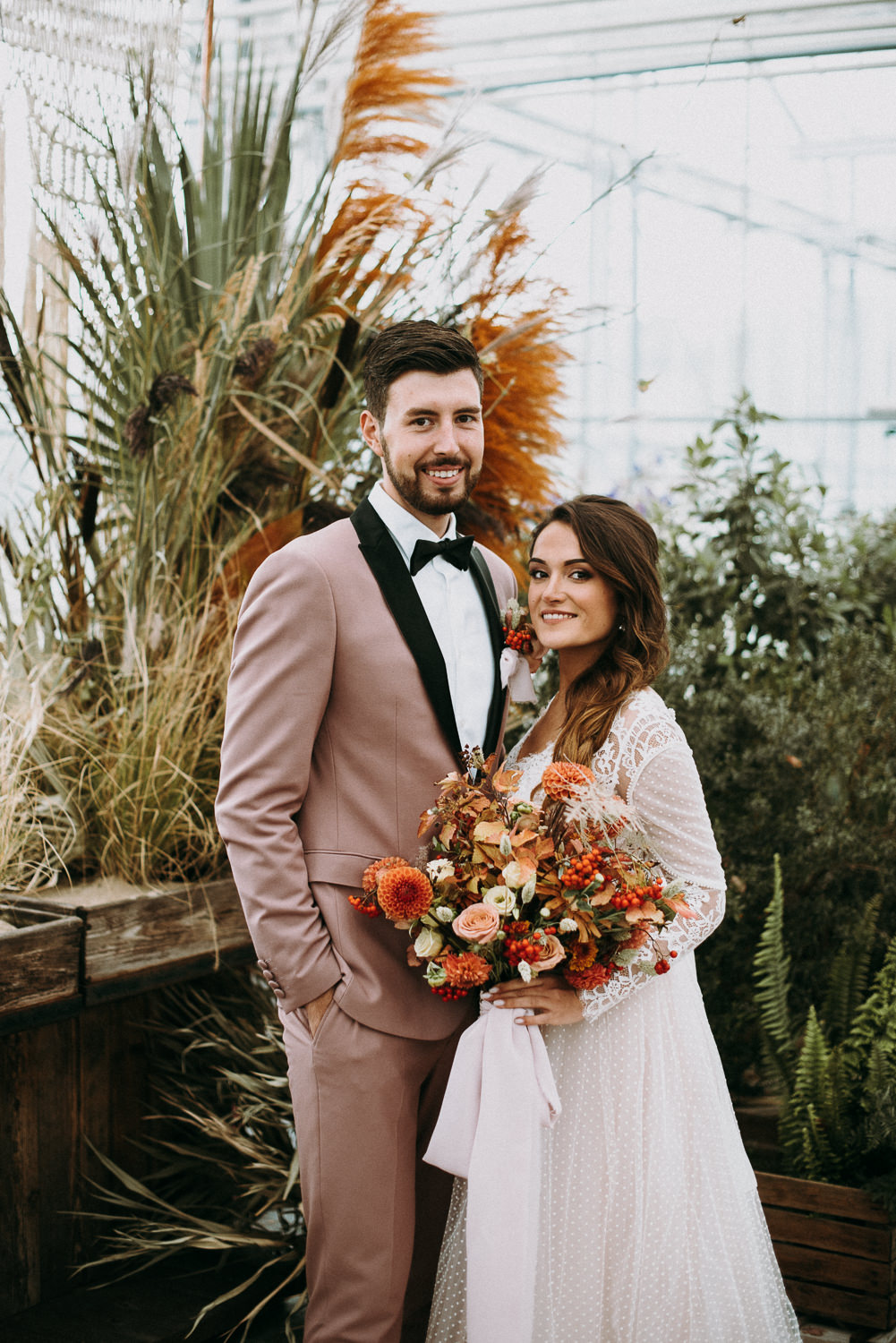 intimate and soulful autumn wedding in restaurant laivas-51
