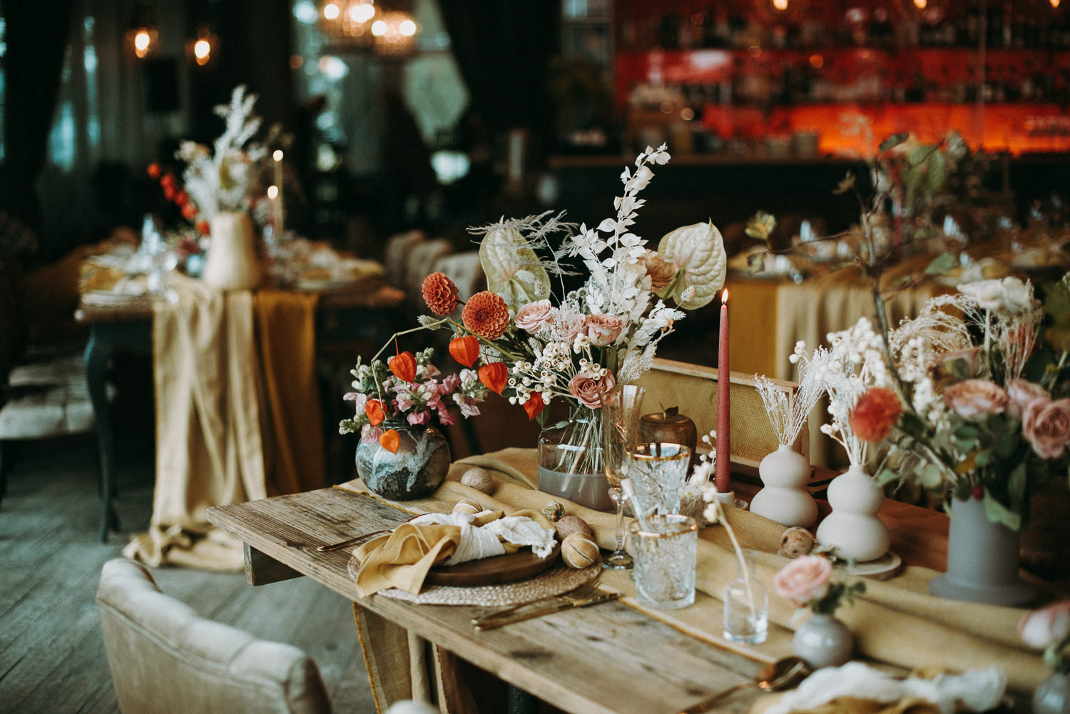 intimate and soulful autumn wedding in restaurant laivas-52