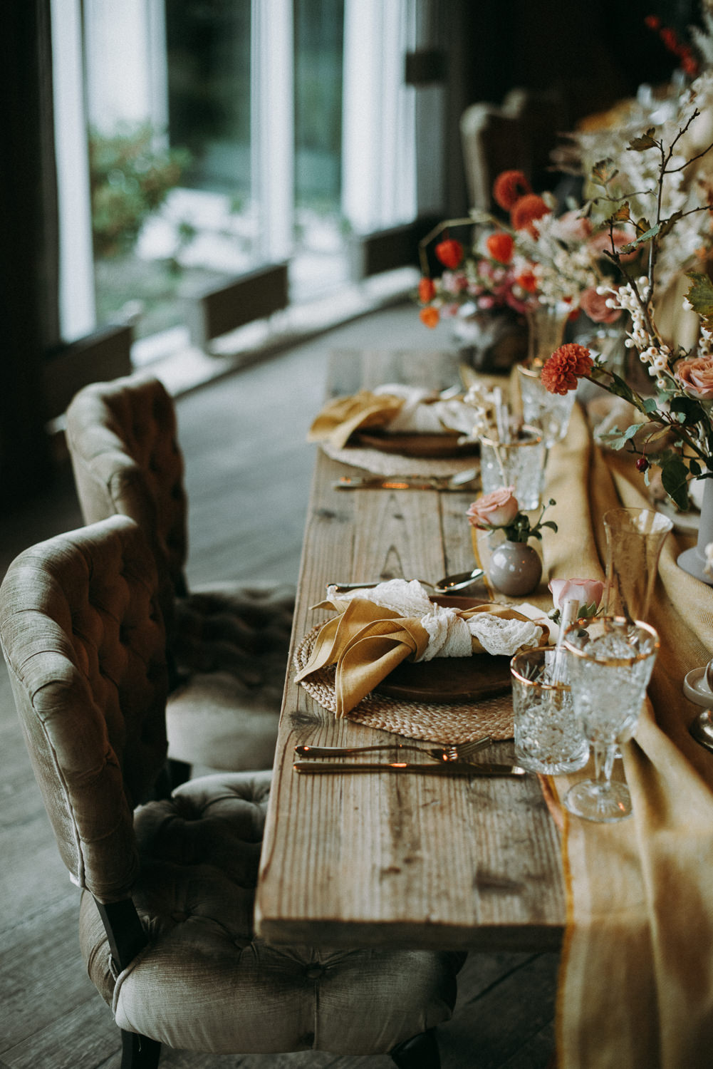 intimate and soulful autumn wedding in restaurant laivas-53