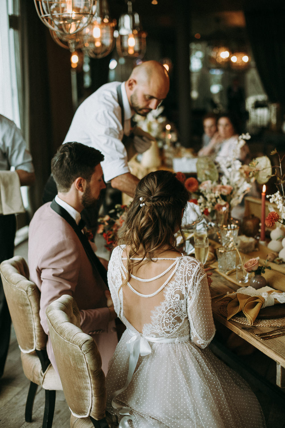 intimate and soulful autumn wedding in restaurant laivas-60