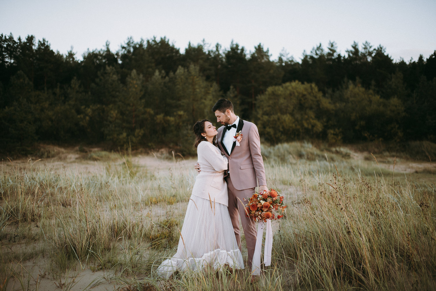 intimate and soulful autumn wedding in restaurant laivas-77