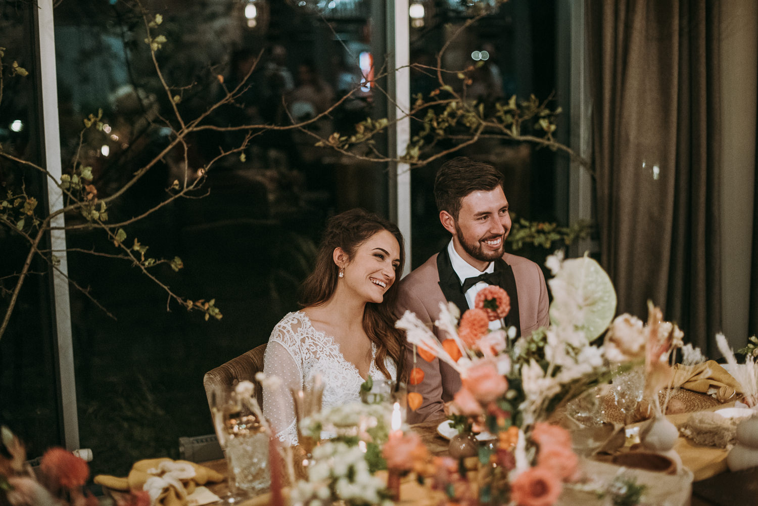 intimate and soulful autumn wedding in restaurant laivas-88