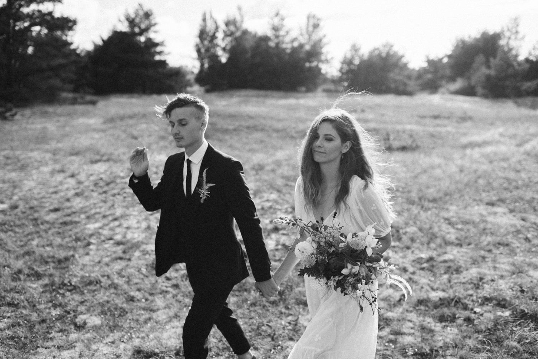 seaside micro wedding boho vibes with close friends-41